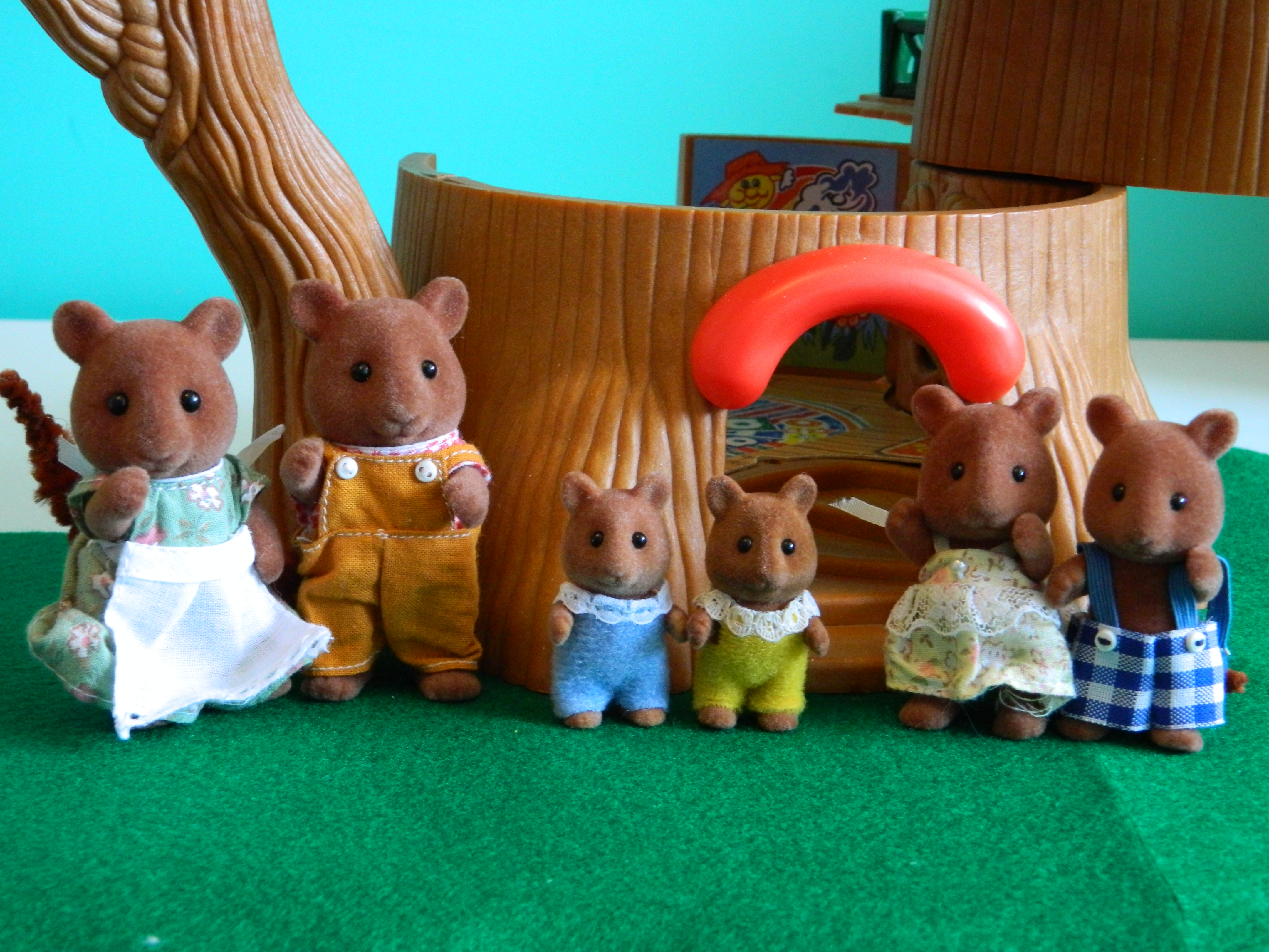 1988 oakwood squirrels. tomy (rare)