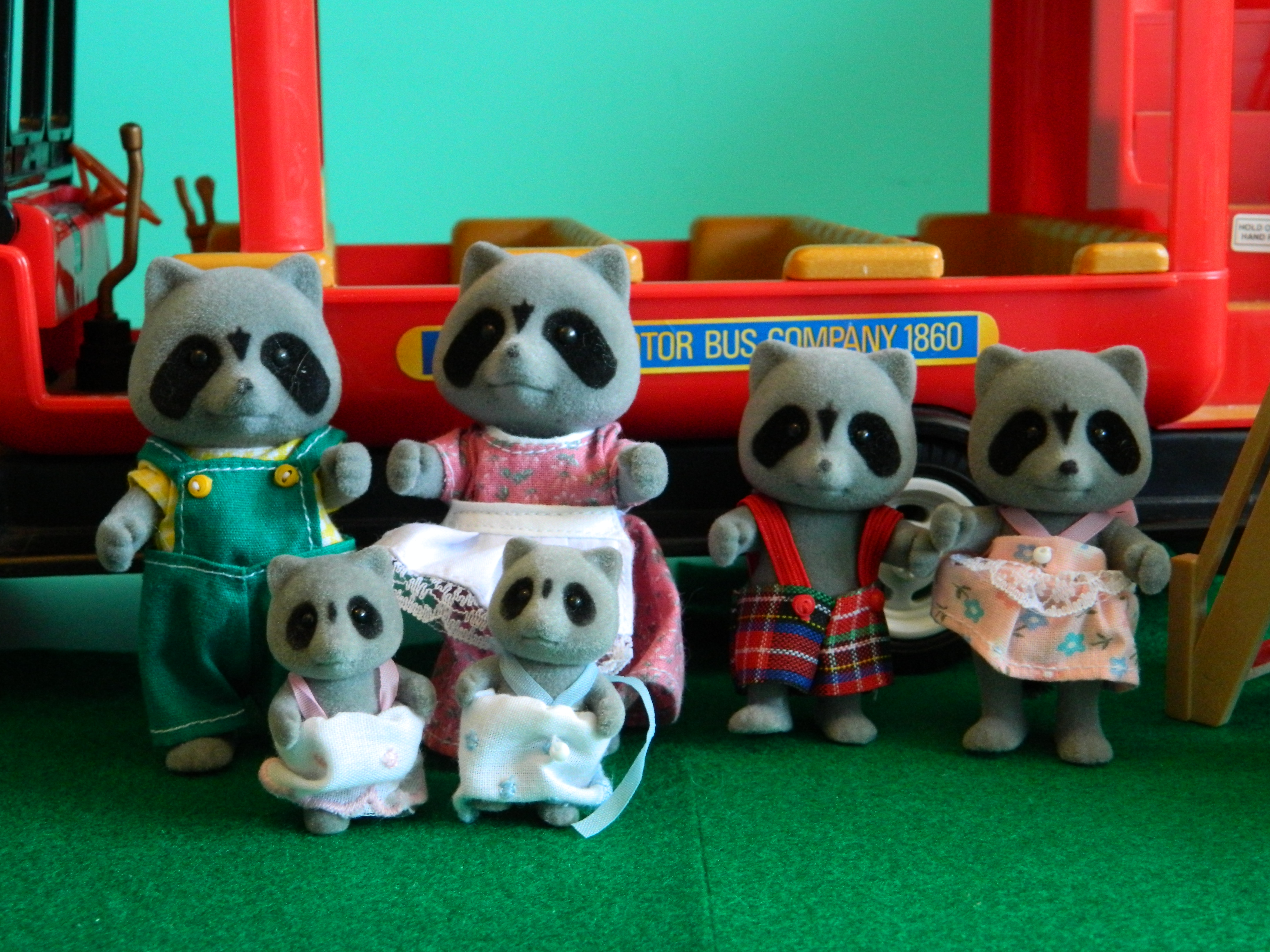 1988 chestnut raccoons. flair version. Babies tomy version. tomy box token family