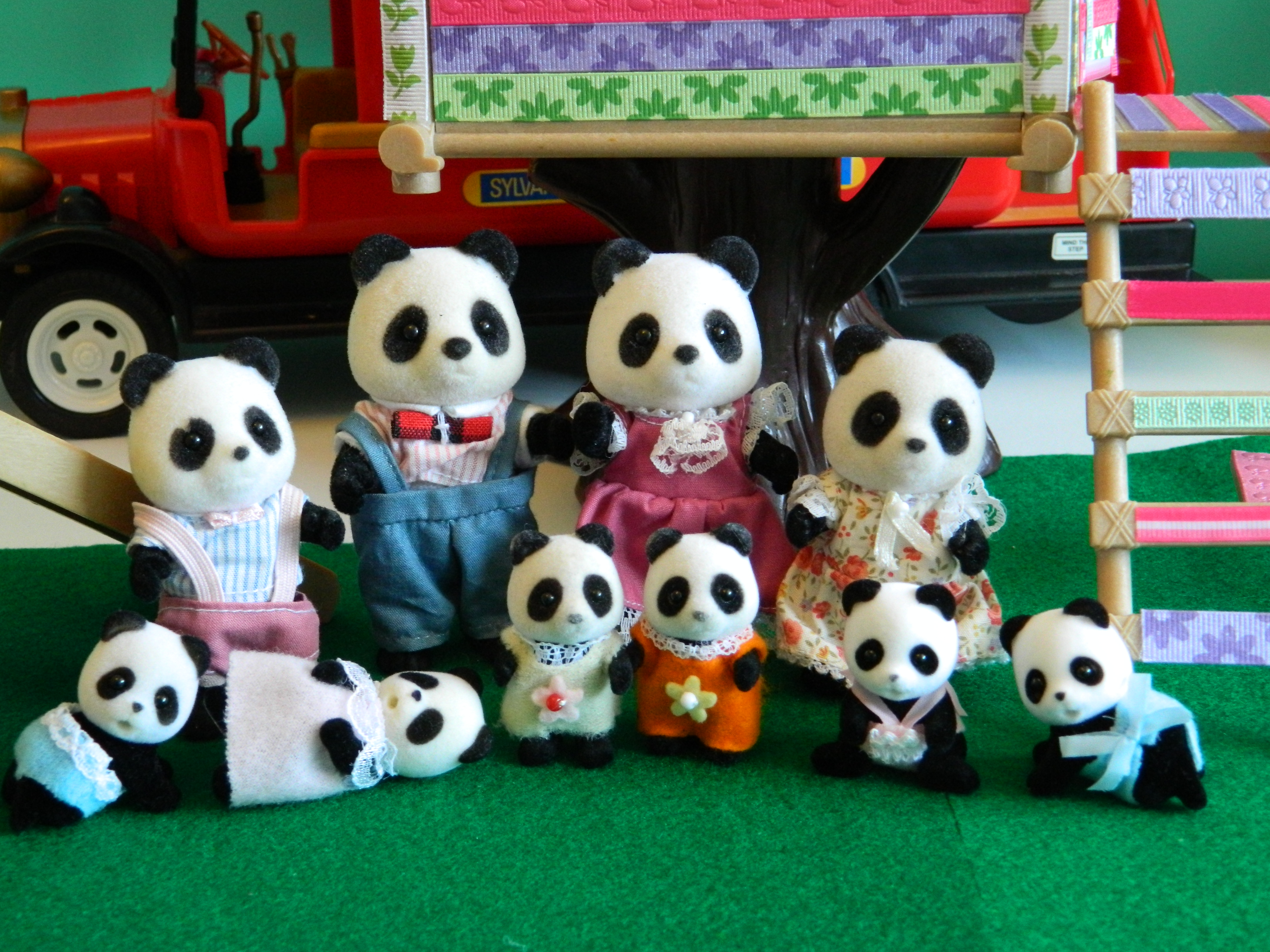 1992 bambo pandas. tomy. Tomy babies in wrong clothes.  extra flair babies